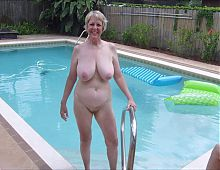 0012 Nude pussies of mature grannies