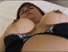 kiki mature in bed