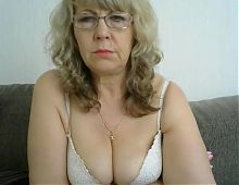 Grandma shows her tits