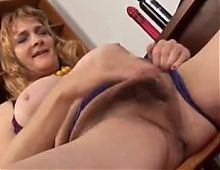 chubby old  loves to fuck her fat juicy pussy