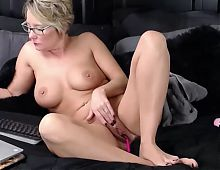 Mom chat dildo