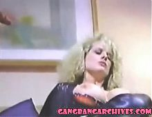 Gangbang Archive vintage MILF anal and pussy gangbagning