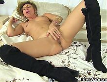 French milf Chloe loves pleasuring her pussy with fingers